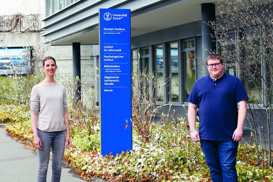 Dr. Theresa Pauly und Marco Grob vor der Universität Zürich