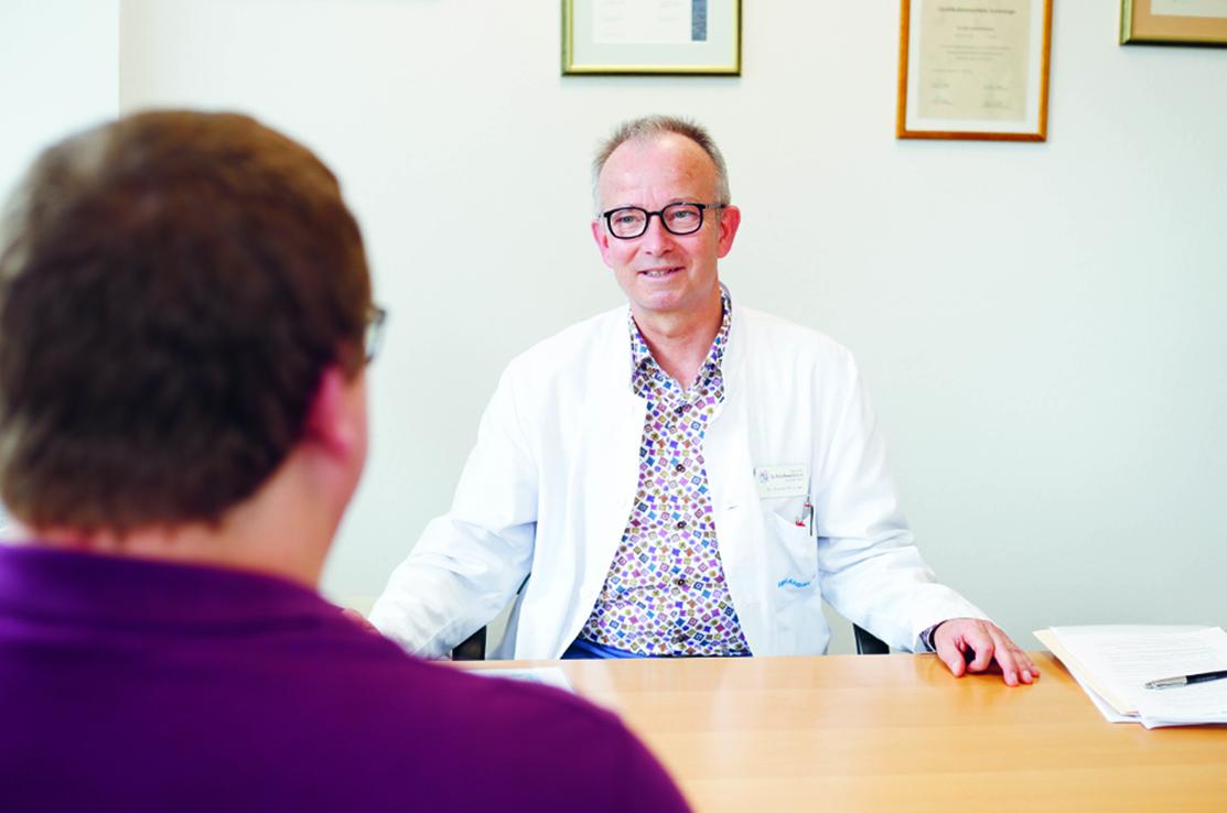 Der leitende Apotheker Marco Grob spricht mit dem Somnologen Dr. Daniel Brunner über Schlafprobleme.